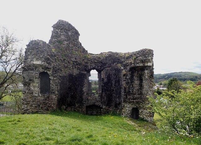 Llandovery Castle (Castell Llanymddyfri) - western keep walls
