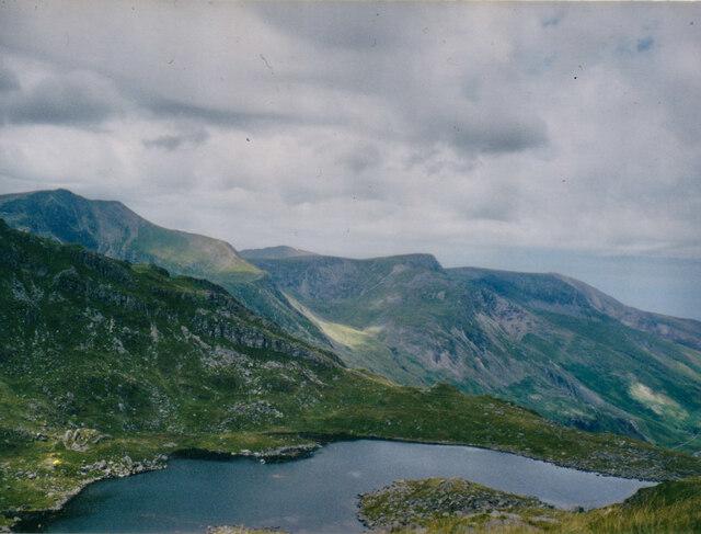 View West across Llyn Bochlwyd