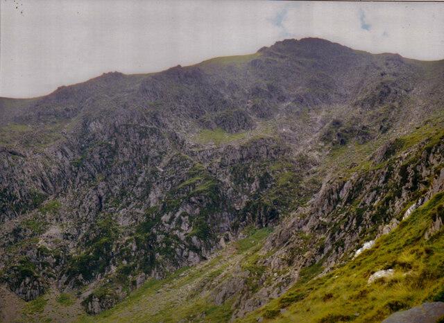 The rugged eastern face of Y Garn