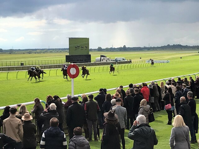 Crowds return to the Rowley Mile Racecourse at Newmarket