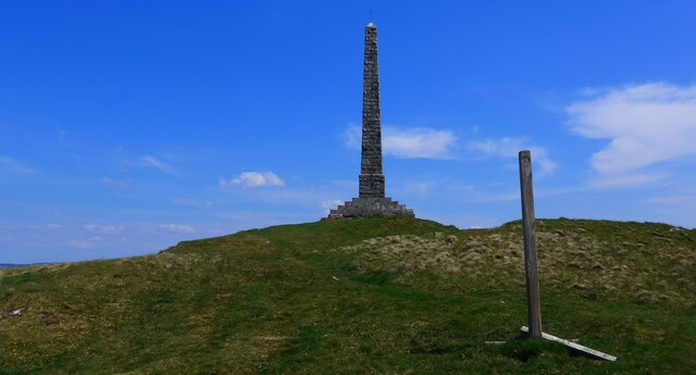 The monument (plus path marker post) on Craigengower