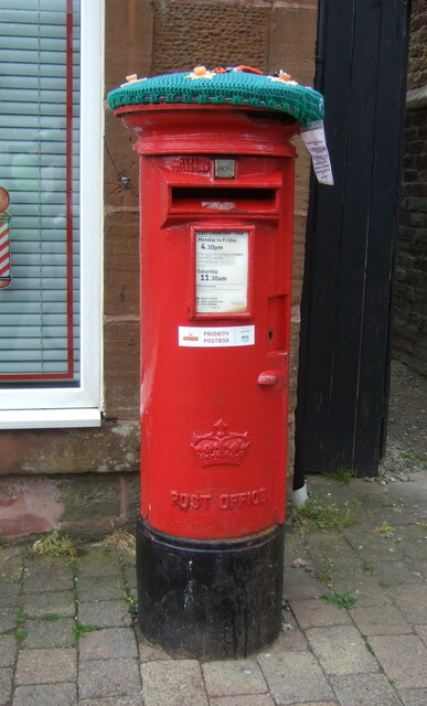 Elizabethan postbox on Main Street, Dreghorn