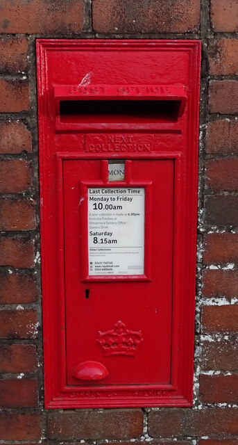 Elizabethan postbox on Kilmaurs Road, Knockentiber