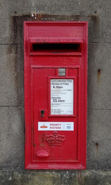 Elizabethan postbox on  Kilmarnock Road, Crosshouse
