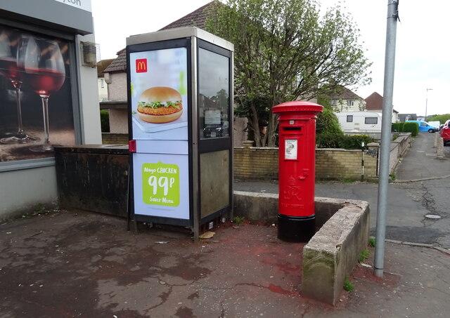 George VI postbox and telephone box on Munro Avenue, Kilmarnock