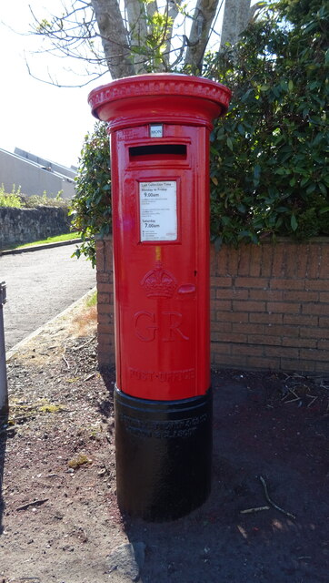 George V postbox on Warwickhill Road, Kilmarnock