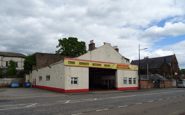 Tyre fitters on Whitesands (A781), Dumfries