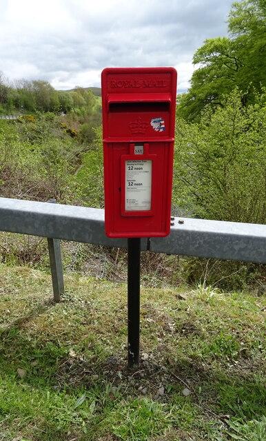 Elizabethan postbox on the A76, Elioch Bridge