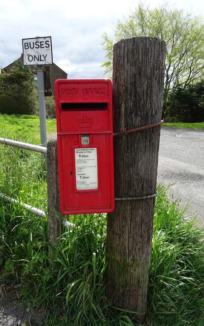 Elizabethan postbox on Main Street (A76), Kirkconnel