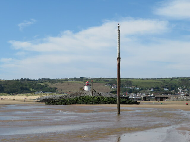Burry Port  Harbour Marker, Breakwater and Lighthouse