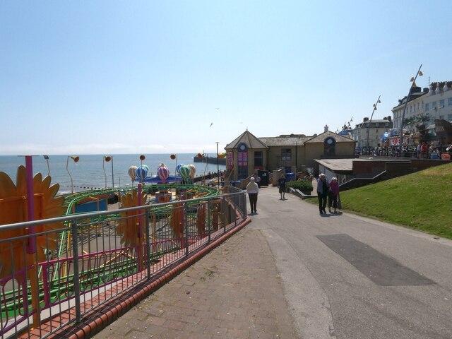 Path to North Pier