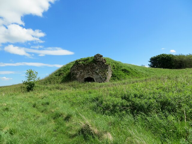 Remains of a lime kiln near Toxsidehill