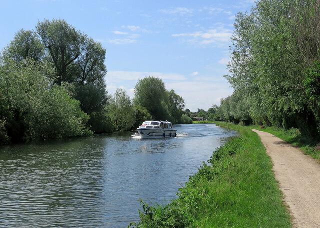 Cruising downstream from Fen Ditton