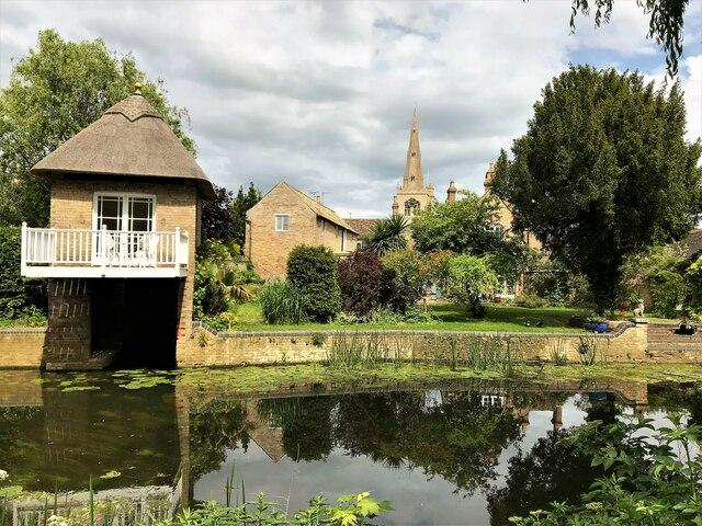 Riverside back garden in Godmanchester