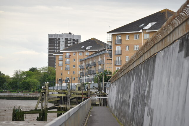 Tidal defences and riverside apartments, Erith