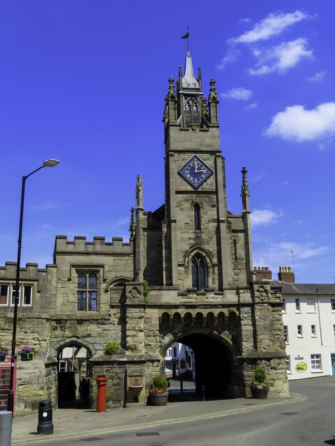 The Eastgate and Chapel of St Peter in Warwick