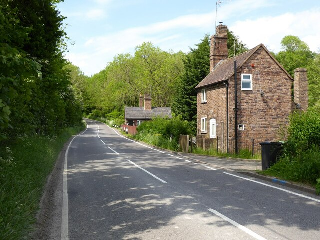 Cottages beside the B4373
