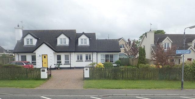 Houses in the centre of Mayobridge