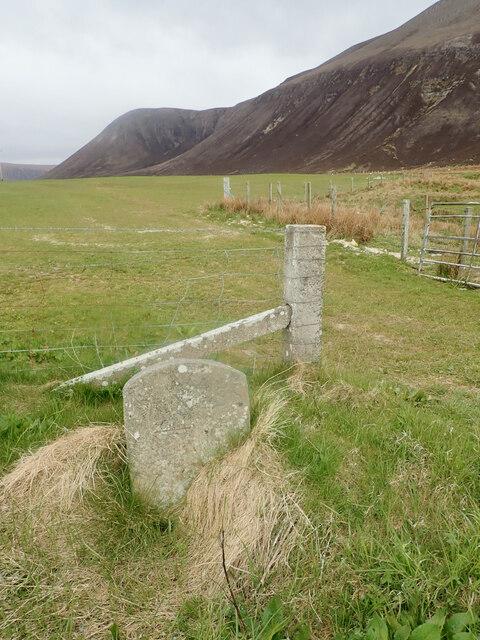 Milestone, on the Sandy Loch track