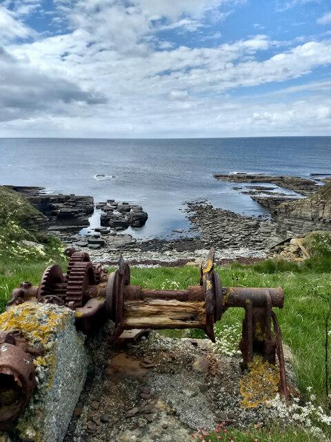 Rusty old winch, Sand Geo