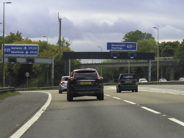 The M25 splits from the A21