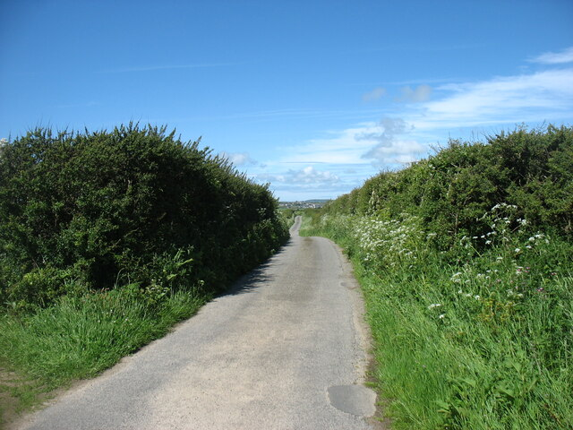 The lane leading to Ty Croes and Bryn Du