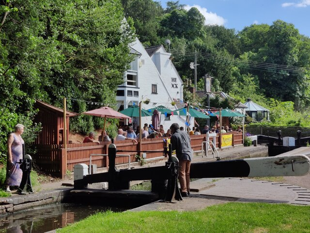 Wolverley Lock and the Lock public house