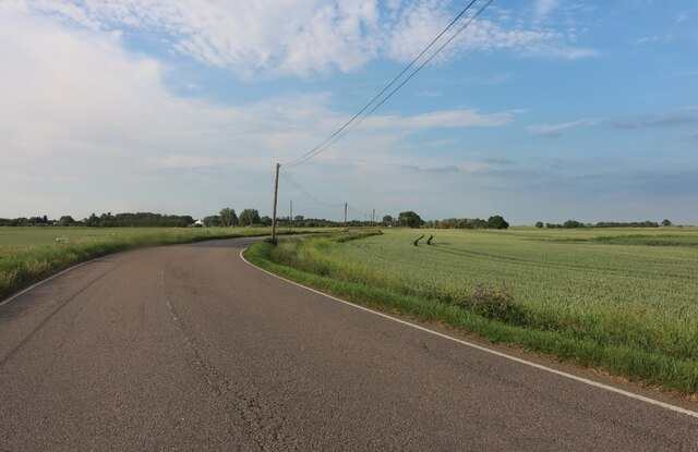 Chatteris Road approaching Ferry Hill