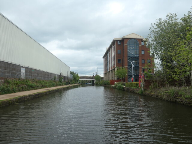 Looking east to Broadheath bridge [no 30]