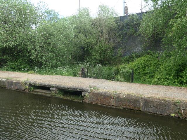 Circular weir, Bridgewater canal