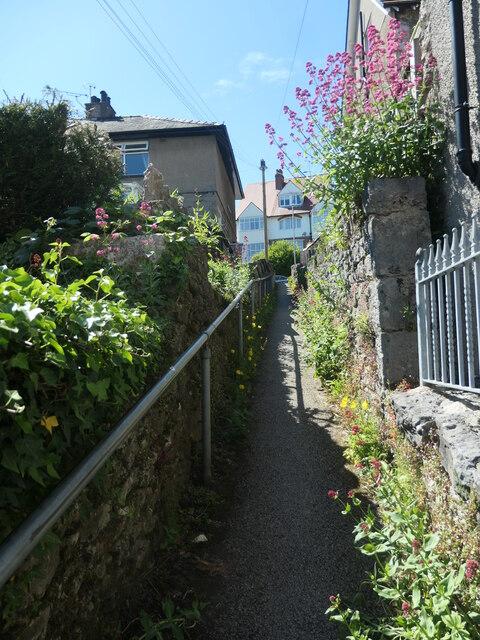 Footpath between Kents Bank Road and Fernleigh Road