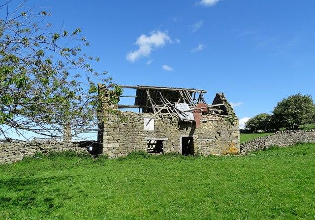 Derelict farmhouse at Fell Close