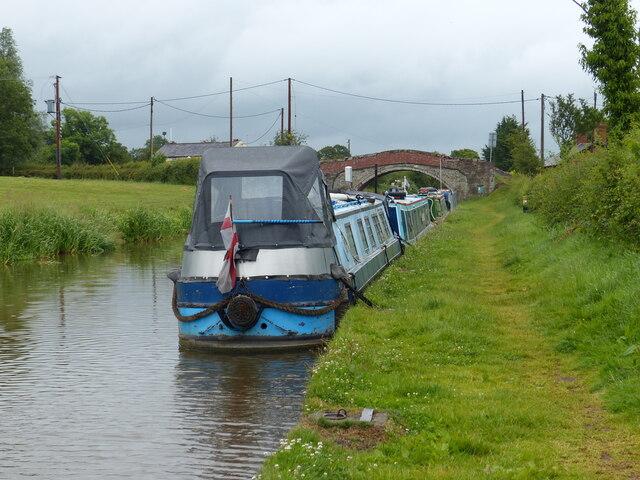 Narrowboats moored next to Bate's Mill Bridge No 109