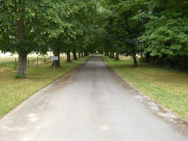 Drive to Earl's Croome Court