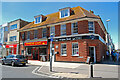 SU5600 : Wine shop in the High Street by Barry Shimmon