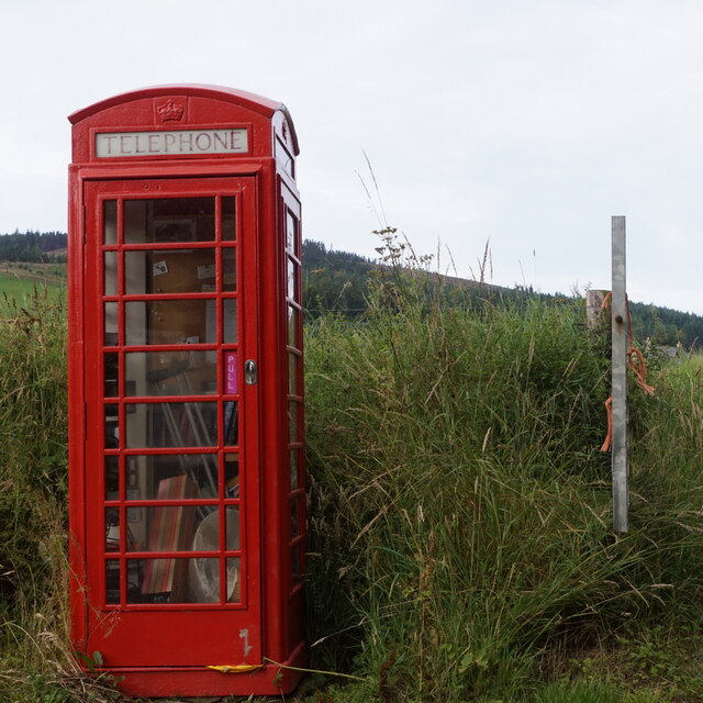 Telephone box, Heugh-head by Mike Pennington
