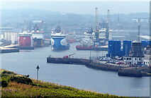 NJ9505 : Aberdeen Harbour viewed from the Torry Battery by Mat Fascione