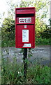 SO9826 : Elizabeth II postbox on the B4632, Cleeve Hill by JThomas