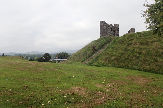 Ruined keep on the top of Clough Castle's motte