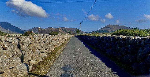 Refurbished single skunned dry stone walls on Island Road, Atticall