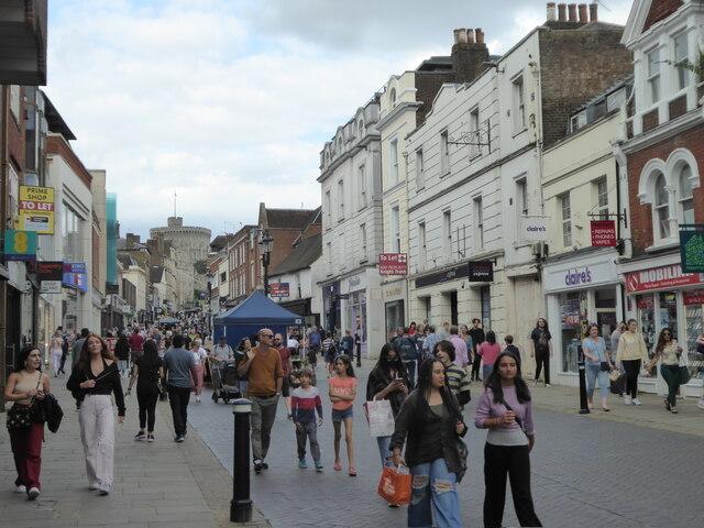 Pedestrianised area in Peascod Street