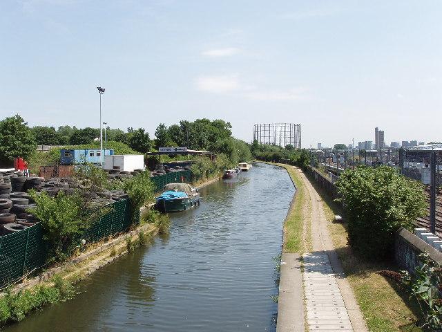 Grand Union Canal from Scrubs lane, near Kensal Green
