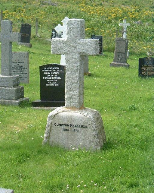 Grave of Compton MacKenzie, Eolaigearraidh, Barra