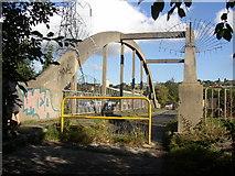 SE1522 : Footbridge over the River Calder, Rastrick to Clifton by Humphrey Bolton