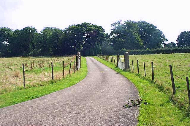 Private drive to Lamb Close House