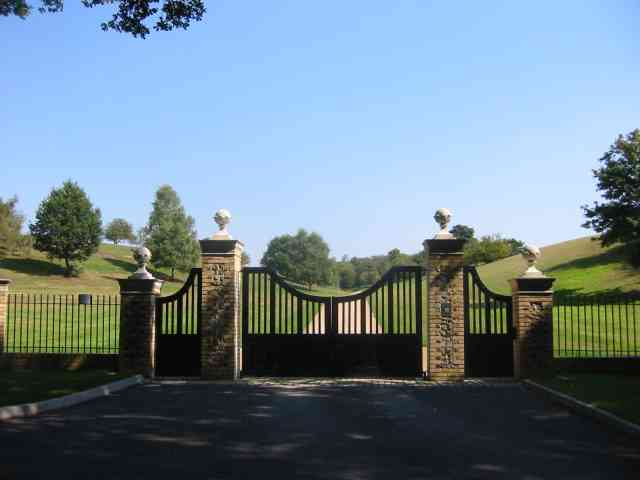 More Gates in Codicote Bottom
