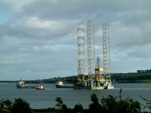 Oil Rig departing River Tay