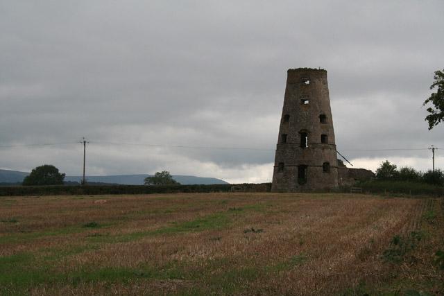 Gwehelog Fawr: Llancayo windmill