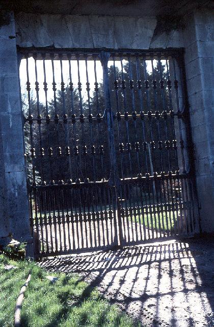 Donadea; gate to the Castle garden.