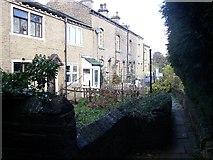 SE1321 : Tofts Grove Place, Rastrick by Humphrey Bolton